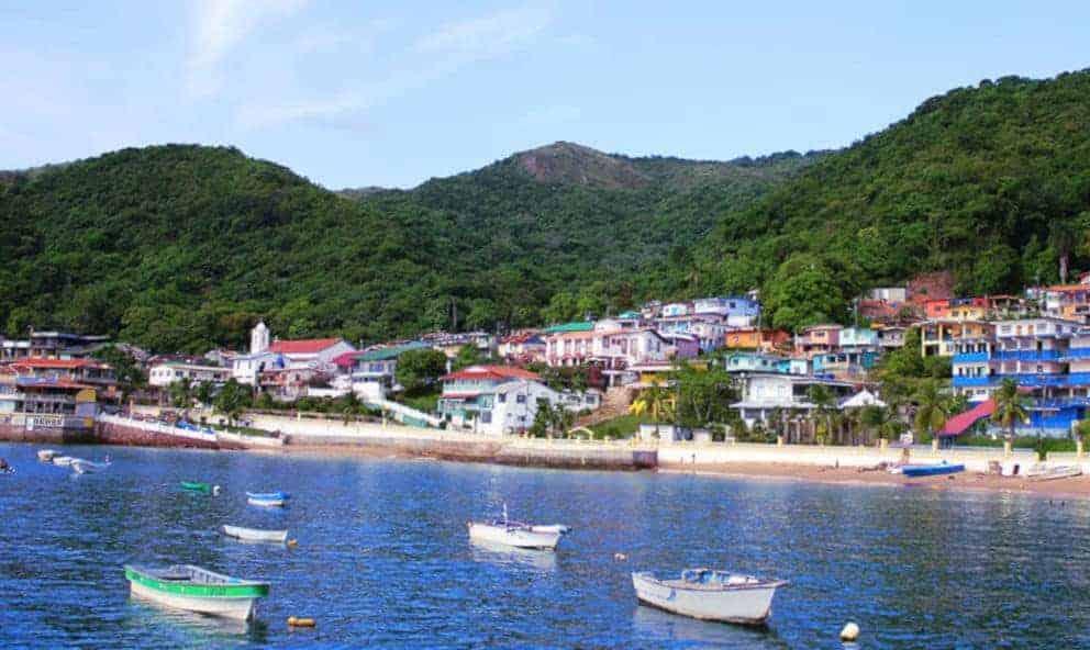 La vie dans les îles et les DOM-TOM offre une grande place au sexe et au libertinage