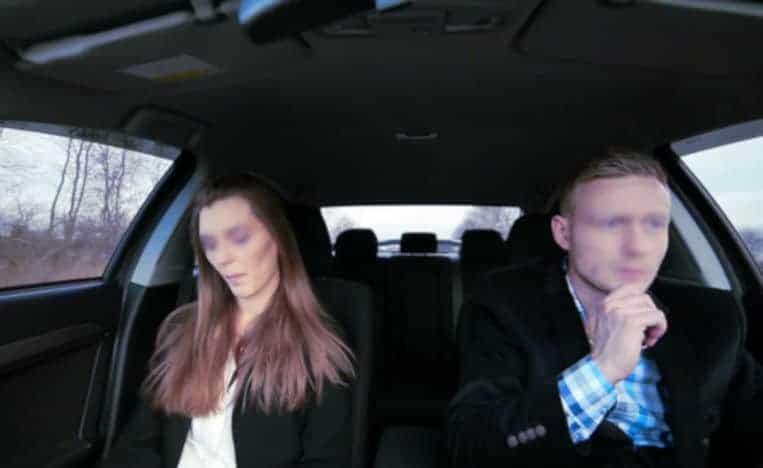 Un covoiturage peut sembler très long sans attirance avec l'autre passager. Le sexe peut décoincer la situation...