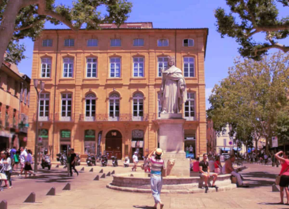 Les terrasses à Aix sont d'excellents lieux de rencontre qui amènent souvent à des plans cul